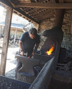 DECORATIVE BLACKSMITHING - Hand forge with wrought steel